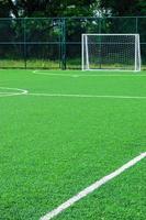 grama artificial de um campo de futebol