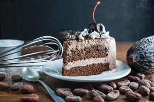 lindo pedaço de bolo de chocolate
