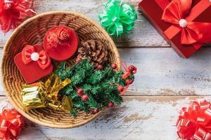 caixa de presente de natal no dia de natal foto