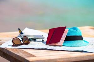 equipamento de viagem com passaportes