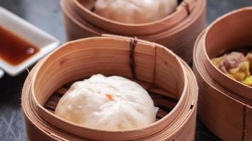 pãezinhos de porco para churrasco chinês foto