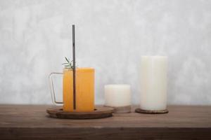 suco de laranja e velas