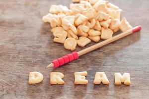 letras soletrando sonho com um lápis