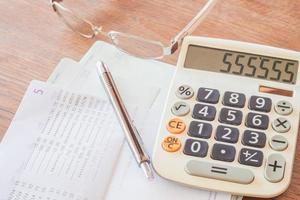 ferramentas financeiras em uma mesa