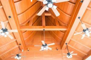 grupo de ventiladores de teto