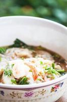 sopa de macarrão picante foto
