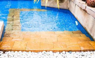 passos para uma piscina