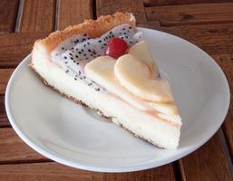 fatia de bolo de frutas