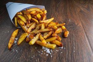 batatas fritas crocantes foto