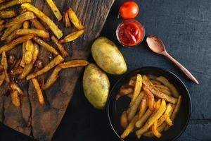 batatas fritas cozidas foto