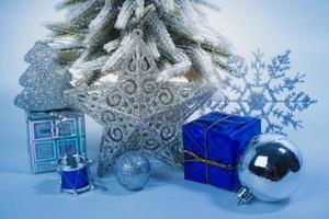 decorações de natal em fundo branco foto