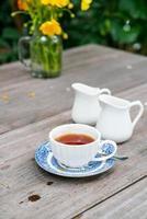 chá inglês na mesa foto