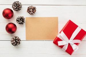 cartão de feliz natal em papel kraft foto