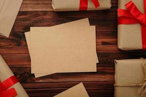 maquete de cartão de feliz natal em papel kraft