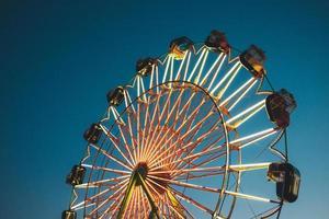 los angeles, california, 2020 - roda gigante em um céu azul foto