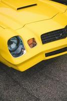 cidade de nova york, nova york, 2020 - carro esporte amarelo