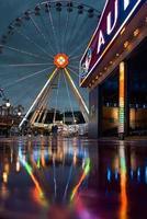 amsterdam, holanda, 2020 - parque de diversões à noite foto