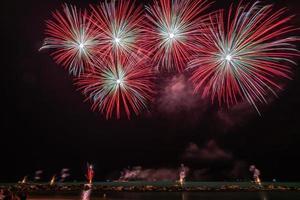fogos de artifício vermelhos e dourados