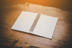 caderno branco em branco com espaço de cópia foto