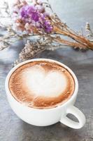 café com leite e buquê