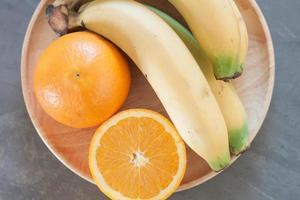 close-up de uma tigela de frutas