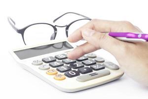 digitando números em uma calculadora