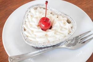 cheesecake com cobertura de cereja