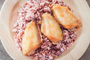asas de frango no arroz