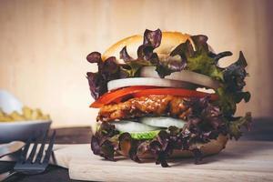 hambúrguer de frango caseiro foto