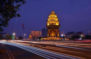 foto da cidade durante a noite