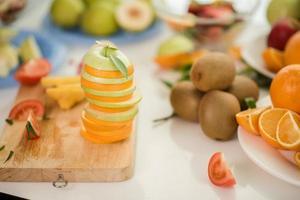 várias frutas frescas foto
