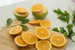 laranjas frescas fatiadas foto