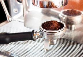expresso em um moedor de café