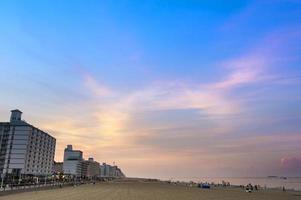 praia de virgínia, va, 202- - litoral durante a hora dourada foto