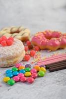 donuts com granulado e doces