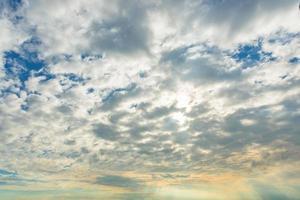 céu ao pôr do sol foto