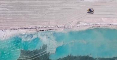 vista aérea de uma praia durante o dia foto