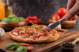 pizza caseira com ingredientes
