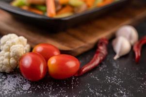 tomates com pimentão e alho