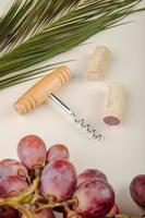 abridor de garrafa com uvas