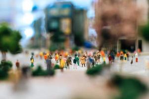 pessoas pequenas na cidade