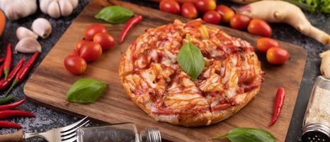 pizza de pimentão e tomate foto