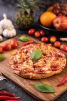 pizza de manjericão e pimenta foto