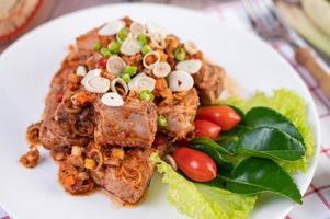 porco picante picado com tomate