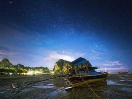 paisagem tropical à noite. Tailândia foto