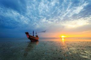 pôr do sol na ilha de Samui, Tailândia foto