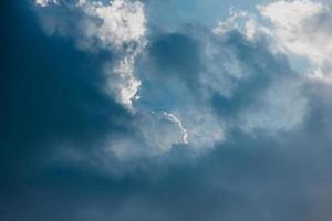 nuvens e luz do sol