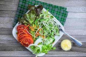 vista de cima da salada foto