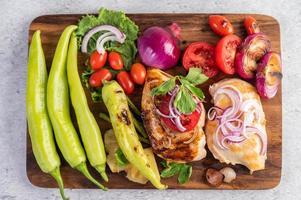 bife de frango com legumes assados