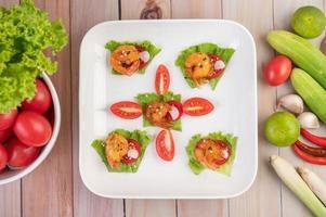 camarão frito e molho foto